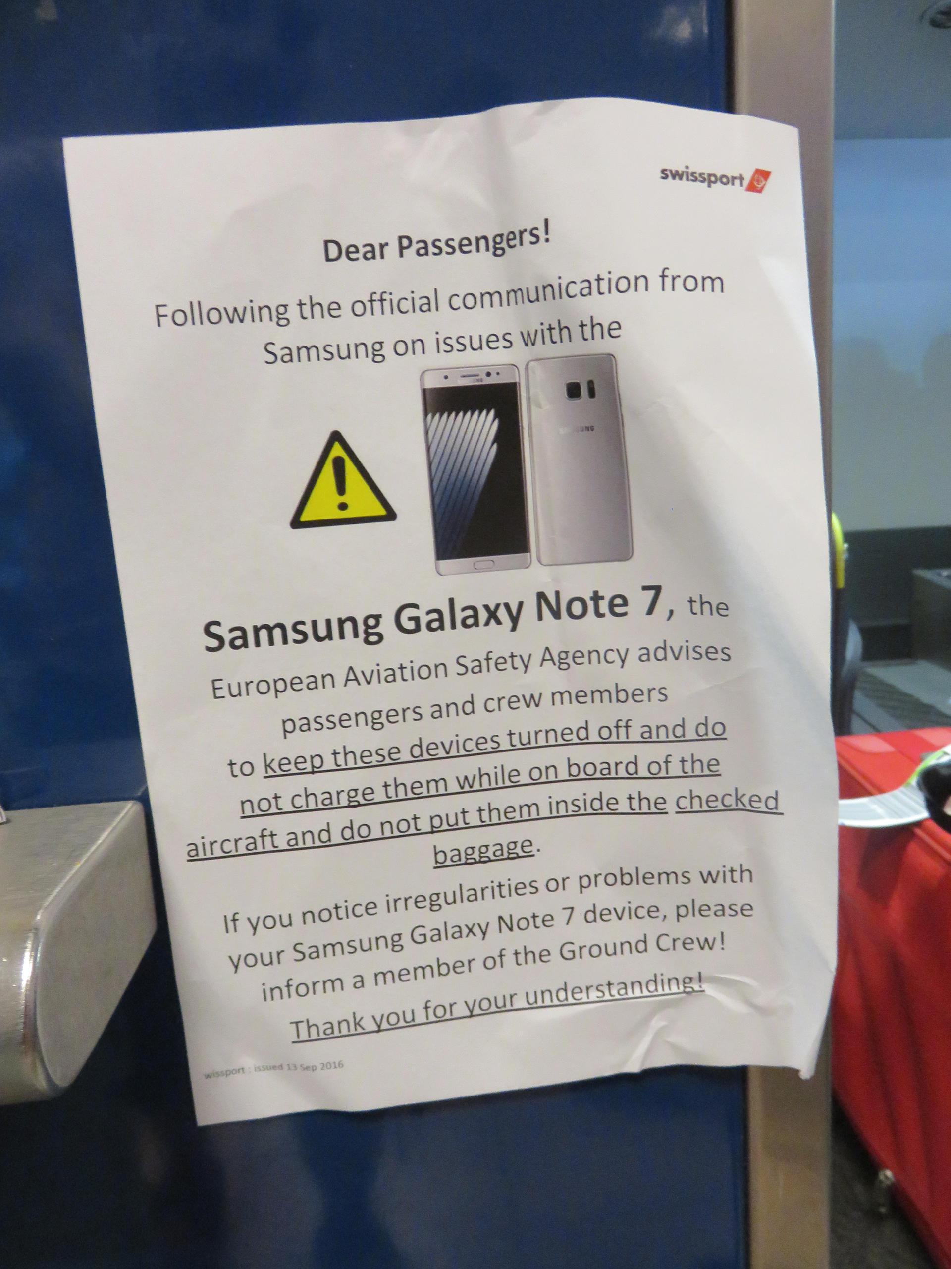 Comunicado de una aerolínea prohibiendo encender el modelo