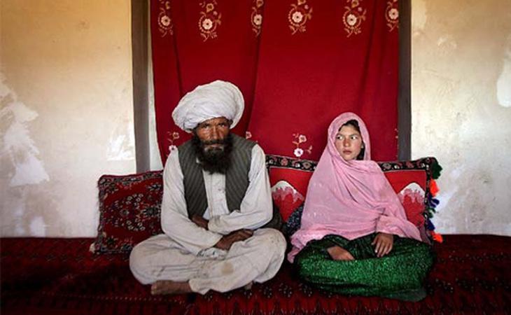 A menudo las niñas son obligadas a casarse con hombres mucho mayores que ellas