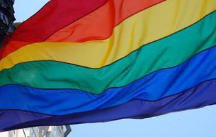 Casi la mitad de hombres gays se han sentido rechazados al salir del armario