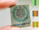 Inventan un nuevo papel electrónico, más colorido y delgado que el papel real
