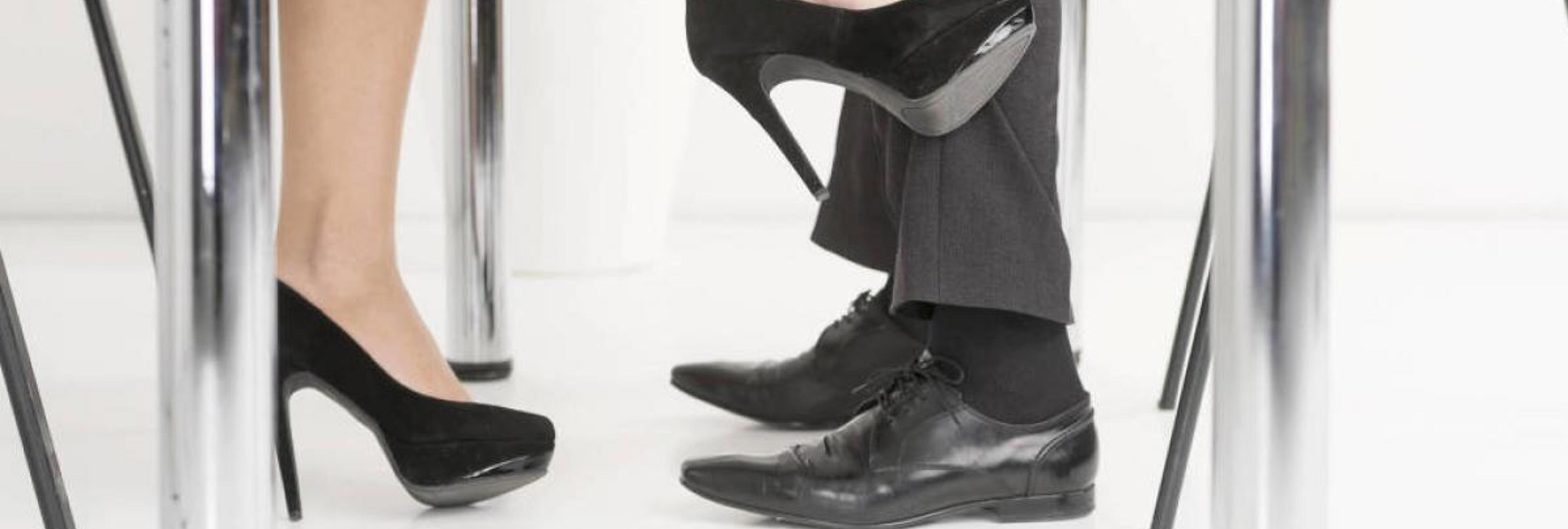 Si ejerces alguna de estas 10 profesiones, eres más propenso a ser infiel