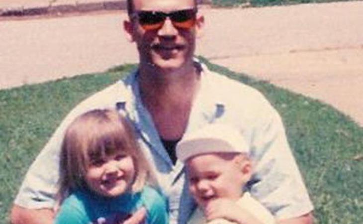Brryan Jackson con su padre y su medio hermana