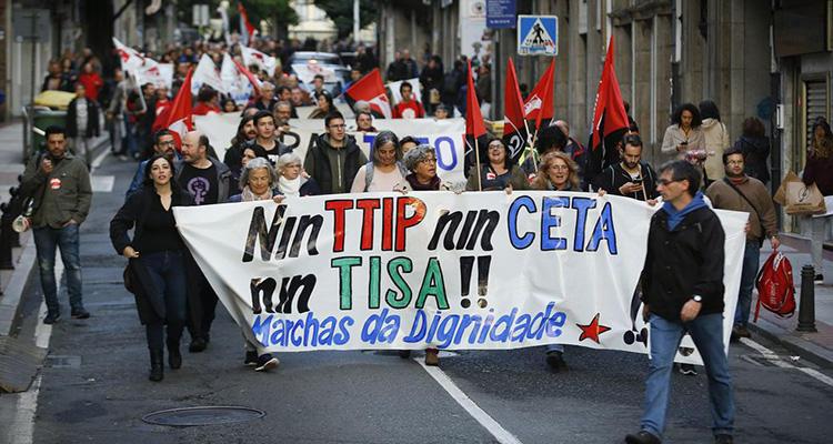 Manifestantes protestan contra el CETA y el TTIP