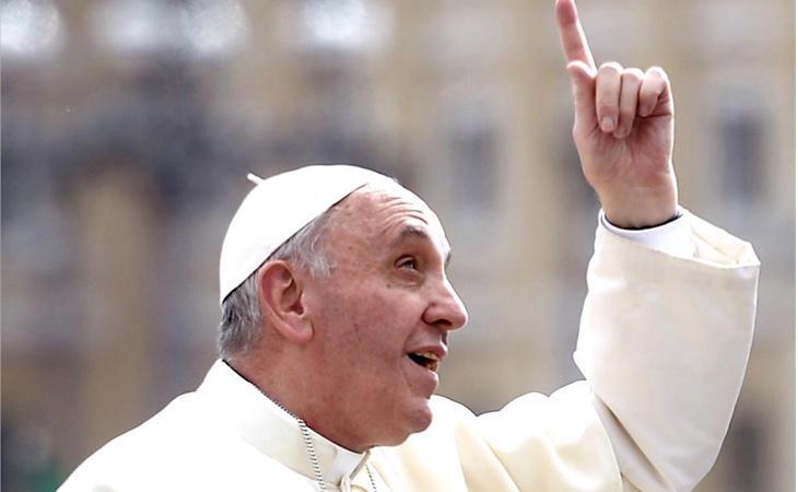 El Papa, dedicando el rezo del otro día a sus amigos aliens