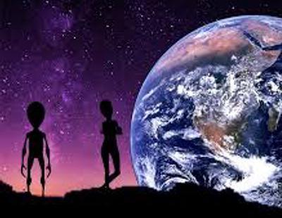 Dos científicos creen que hay extraterrestres que quieren hablar con nosotros