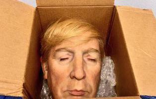 Mandan a Nueva York la cabeza de Trump metida en una caja