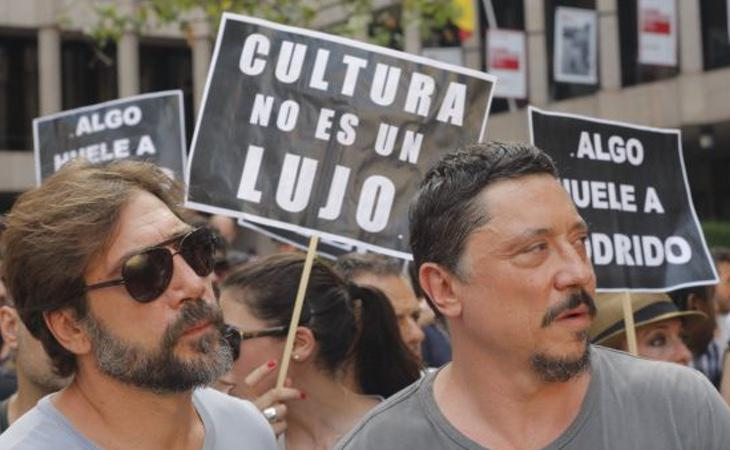 Varias personalidades salieron a la calle a protestar por el IVA cultural