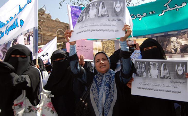 Mujeres yemeníes protestando por los matrimonios infantiles en 2010