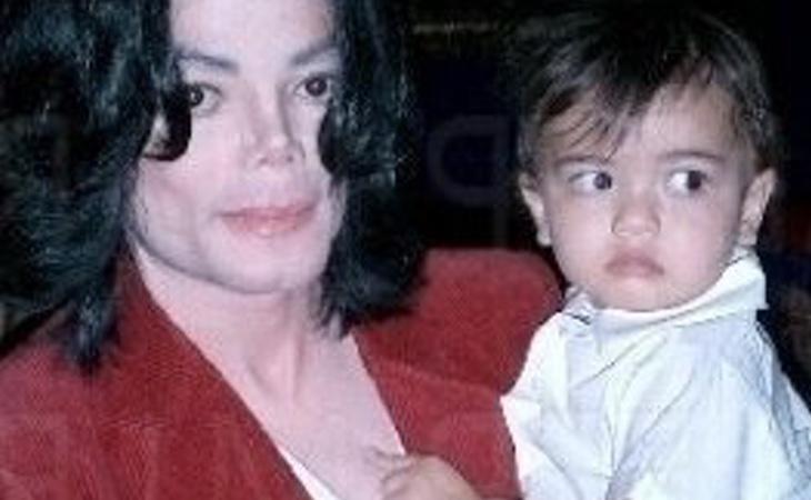 Michael Jackson y su hijo 'Blanket'