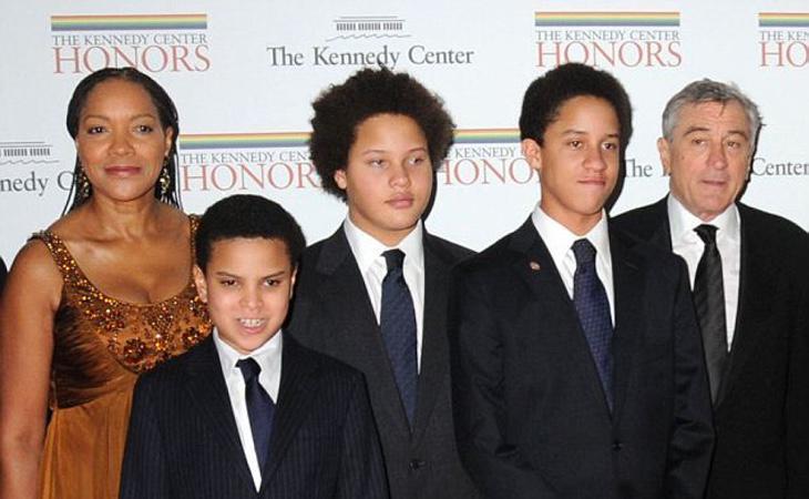 De Niro, con su mujer y tres de sus hijos