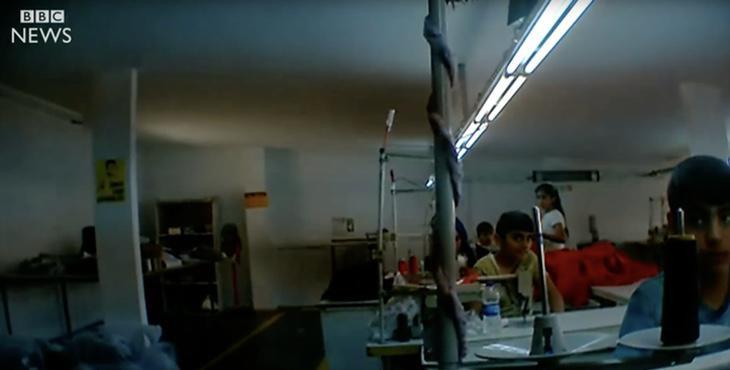 Imágenes captadas en una fábrica con cámara oculta