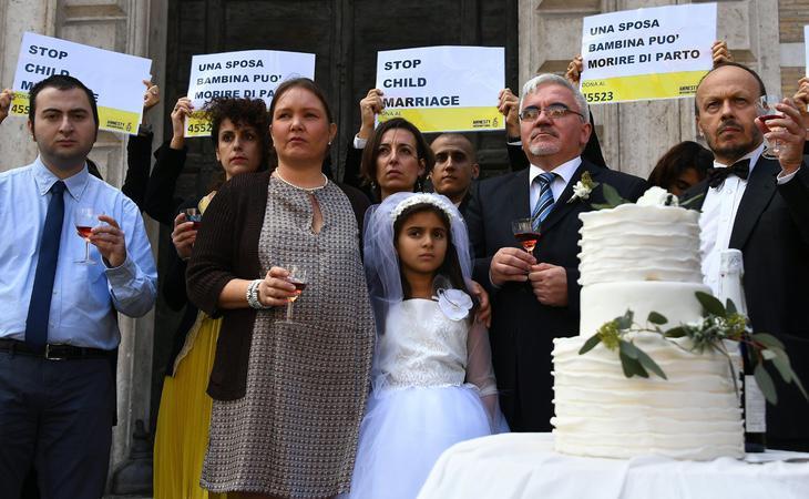 Obra protesta contra el matrimonio infantil