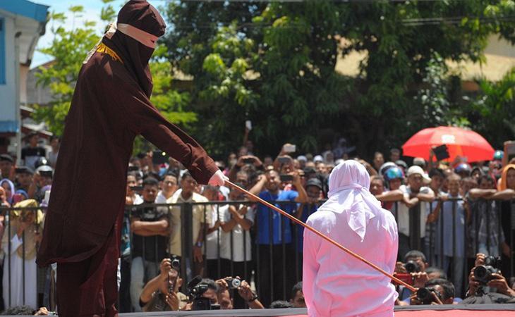 Una mujer es azotada en público (AFP)