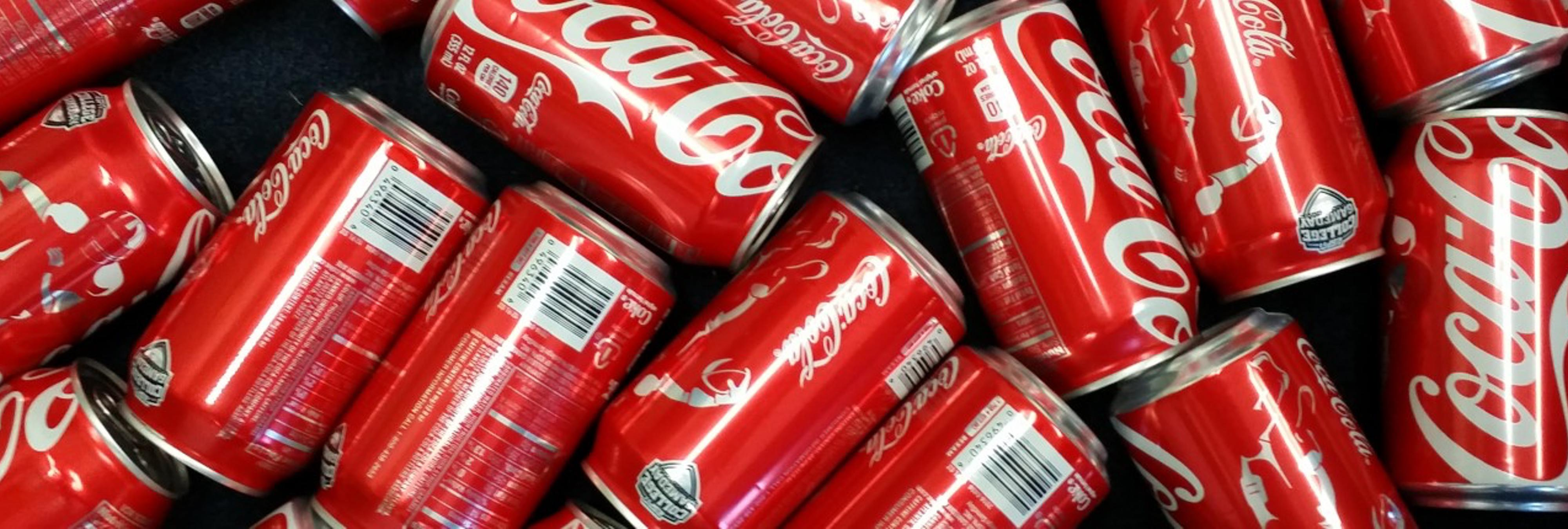 Esto es lo que le ocurre a tu cuerpo después de un mes bebiendo 10 latas diarias de Coca-Cola