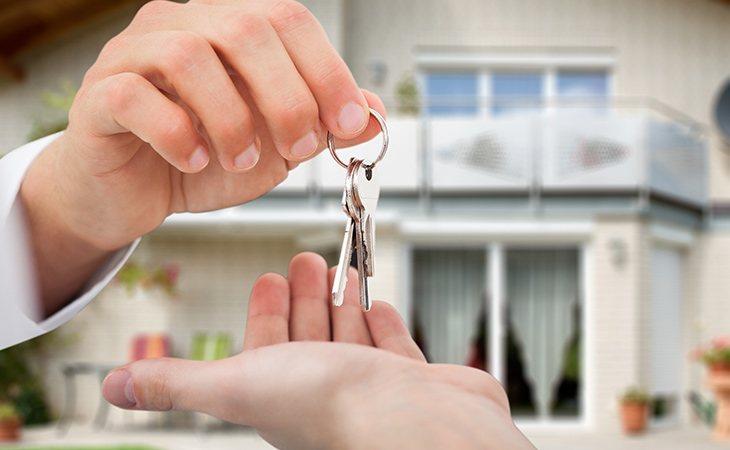 En ocasiones el propietario busca hospedarse en tu casa para visitar tu país