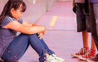 Cinco niños de 12 a 14 años abusaron sexualmente durante un mes de una niña de 12