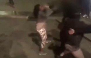 """La Policía de Móstoles expulsa de un autobús a una mujer negra porque """"no había asientos"""""""