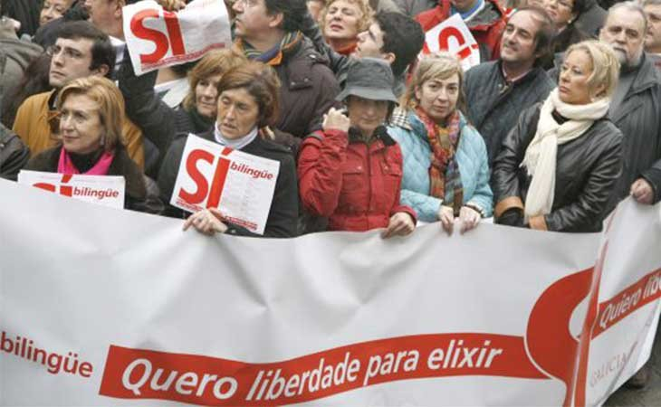 Galicia Bilingüe manifestándose