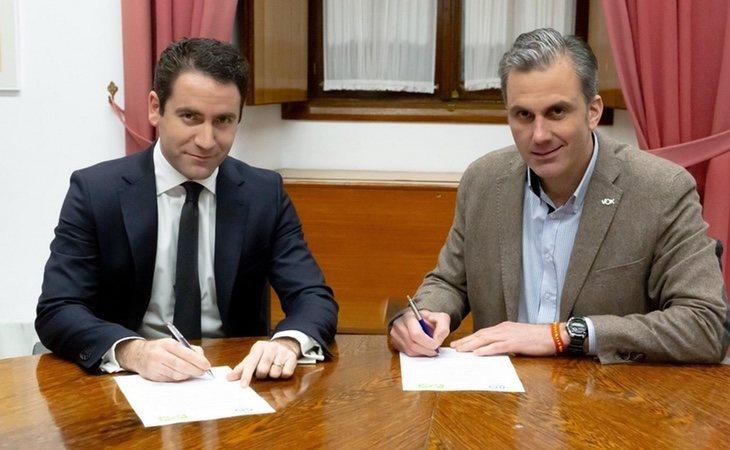 PP y VOX ya firmaron unos papeles sin que trascendiera su contenido a los medios