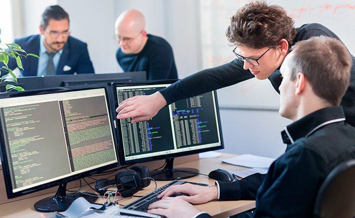 Un CIO dirige los departamentos informáticos