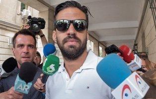 Defensa suspende de sus funciones al guardia civil de 'La Manada'