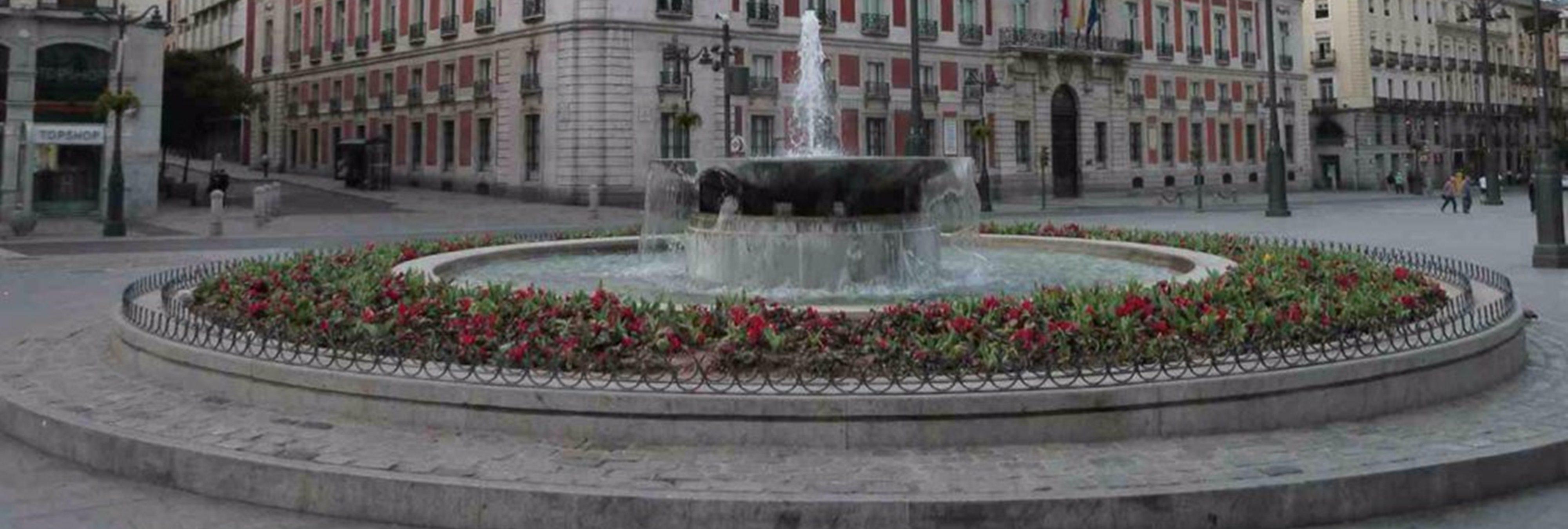 Una mujer es detenida por bañarse desnuda en la fuente de la Puerta del Sol