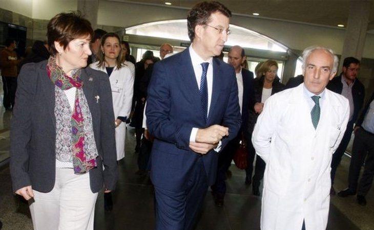 El presidente gallego, Alberto Núñez Feijóo, visita el Hospital de O Salnés