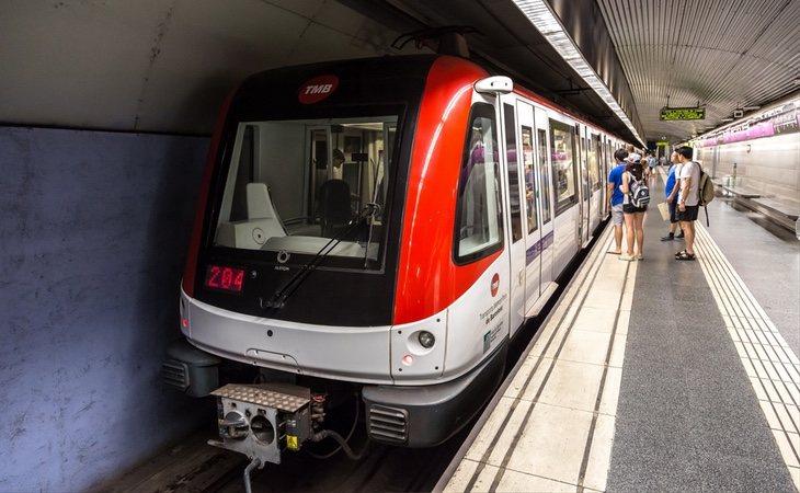El joven intentó buscar ayuda en el personal del metro de Barcelona sin éxito