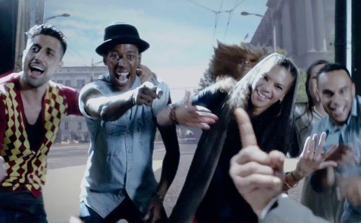 El cantante de origen argelino, Khaled, hace un alegato a la interculturalidad en Francia en su canción 'C'Est La Vie'