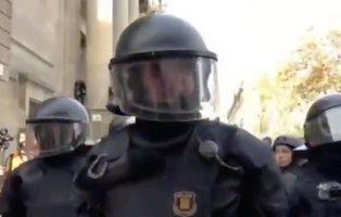 """Concentración contra las represalias del Govern al agente de """"La república no existe"""""""