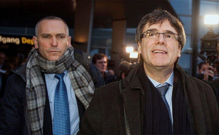 El mosso que ayudó a Puigdemont a huir de la Justicia recibe un salario importante por parte de la Generalitat