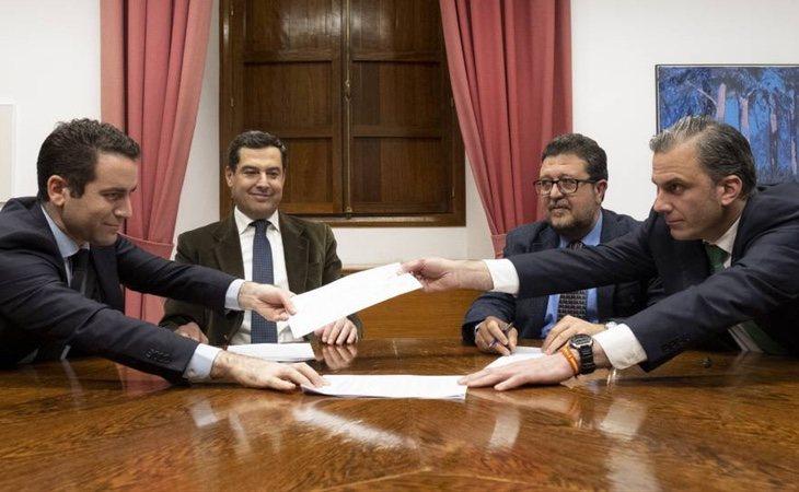 VOX y el Partido Popular han firmado un acuerdo de investidura en Andalucía