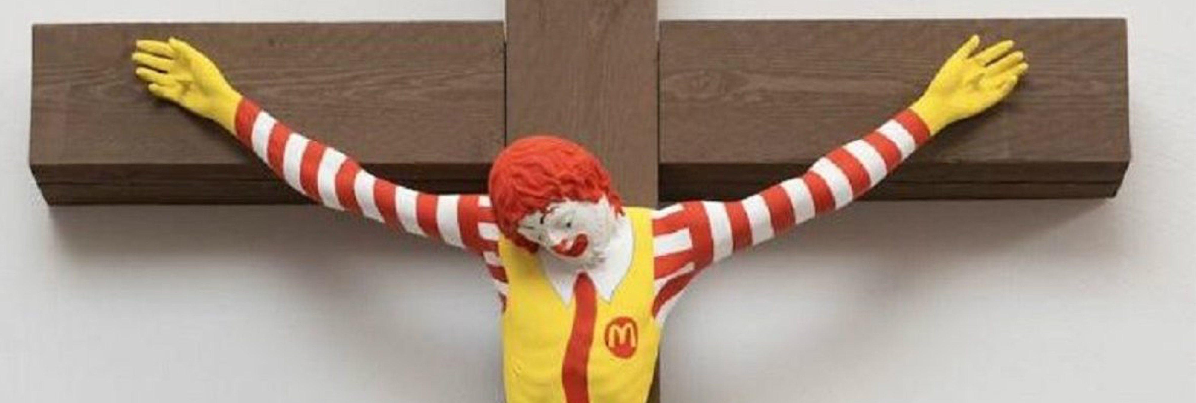 Un museo israelí crucifica a Ronald McDonald y convierte a Barbie en la Virgen María