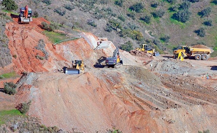 La irregularidad del terreno está retrasando las labores de rescate