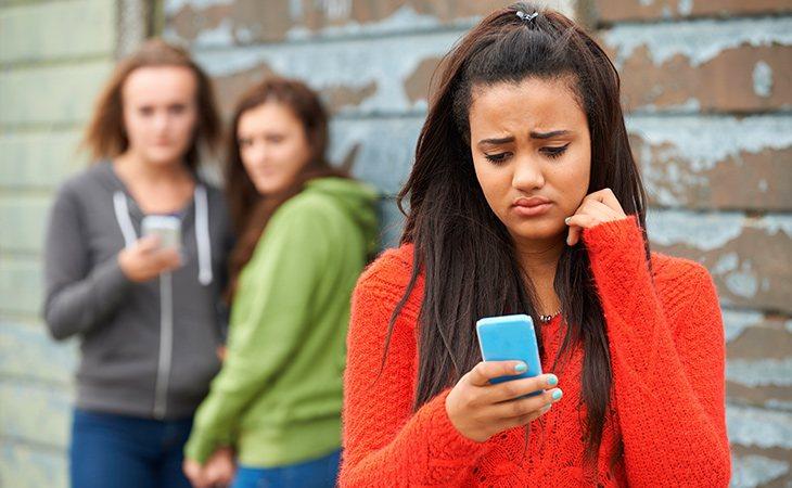 Las chicas suelen ser más criticadas socialmente por mantener relaciones