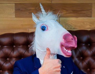 Un hombre roba en una tienda disfrazado de unicornio