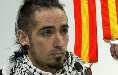 El fiscal pide 25 años para el acusado de asesinar a un hombre con tirantes de la bandera de España