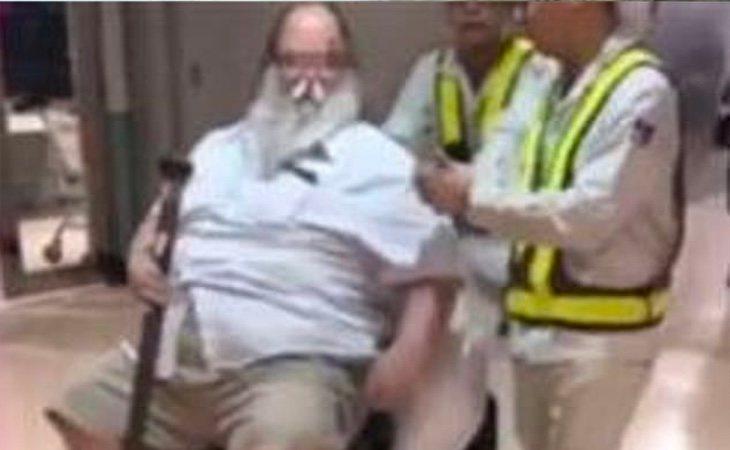El hombre amenazó con 'aliviarse' en el suelo del avión