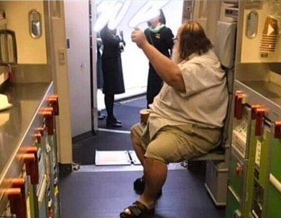 Un hombre de 200 kilos obliga a una azafata taiwanesa a limpiar su ano ante todo el pasaje