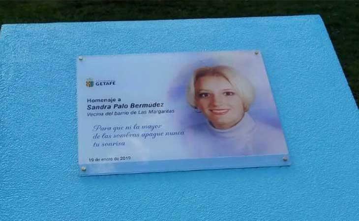 Así era la placa en homenaje a Sandra Palo