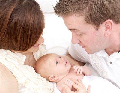 La UE acuerda permisos de maternidad y paternidad de 4 meses retribuidos