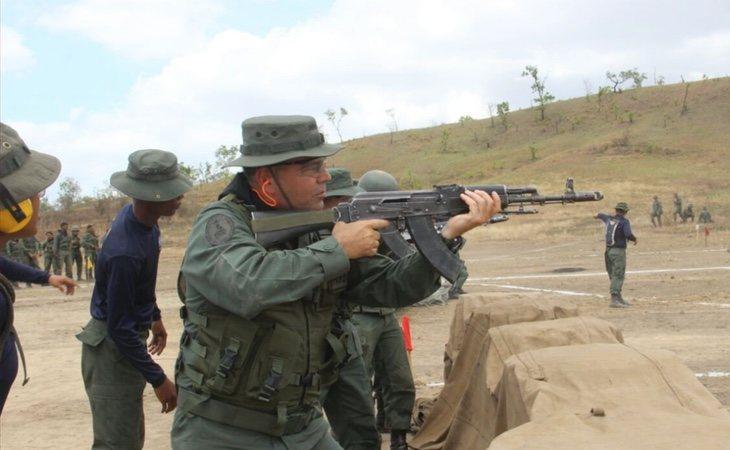 Maduro podría controlar muchas regiones tras su posible destitución gracias a los grupos paramilitares que crecieron bajo su poder