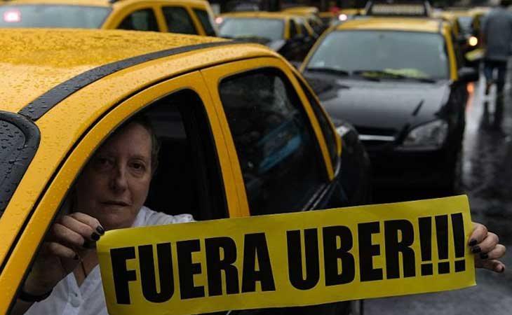 Taxistas argentinos protestando contra Uber