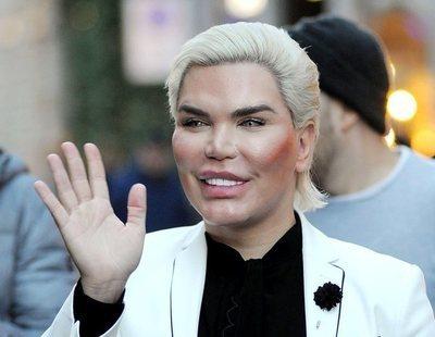 El escalofriante aspecto del 'Ken humano' tras someterse a su operación número 64