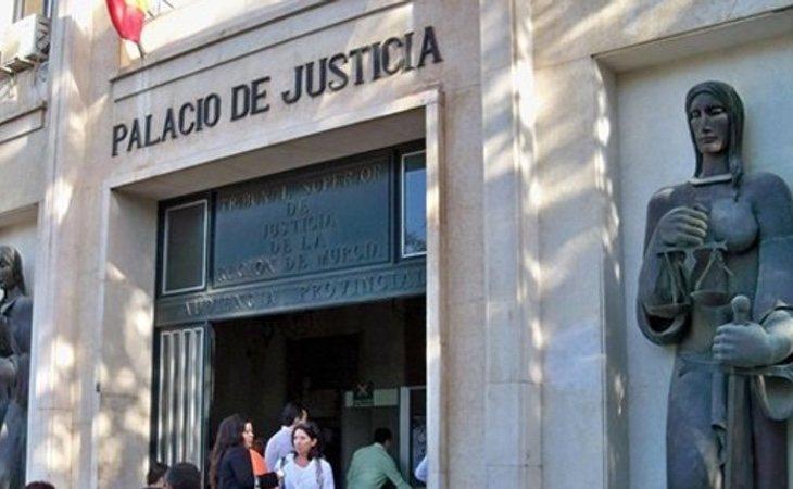 El Tribunal de Justicia finalmente le ha condenado a 11 meses de suspensión de empleo y sueldo