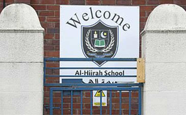 Entrada del colegio musulmanAl-Hijrah