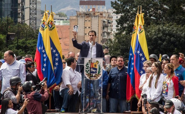 Juan Guaidó está haciendo un fuerte esfuerzo por conseguir el control de las bases del ejército