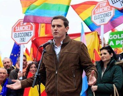 Albert Rivera utiliza banderas LGTB para blanquear su imagen al lado de la extrema derecha