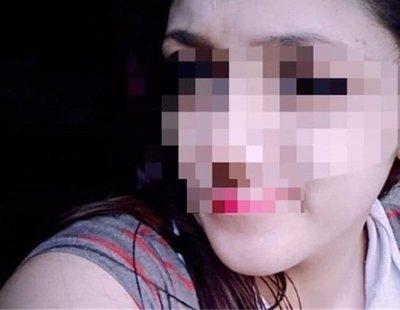 Una joven intenta matar a su hija recién nacida clavándole unas tijeras