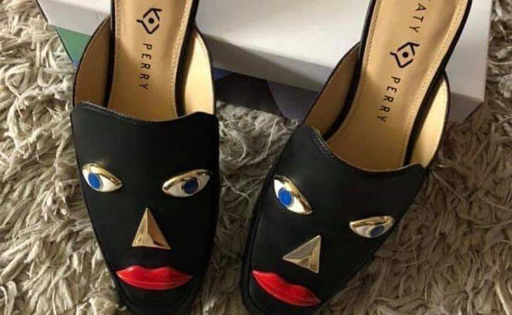 Los polémicos zapatos de Katy Perry